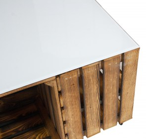couchtisch aus apfelkisten mit rollen inkl wei er glasplatte. Black Bedroom Furniture Sets. Home Design Ideas