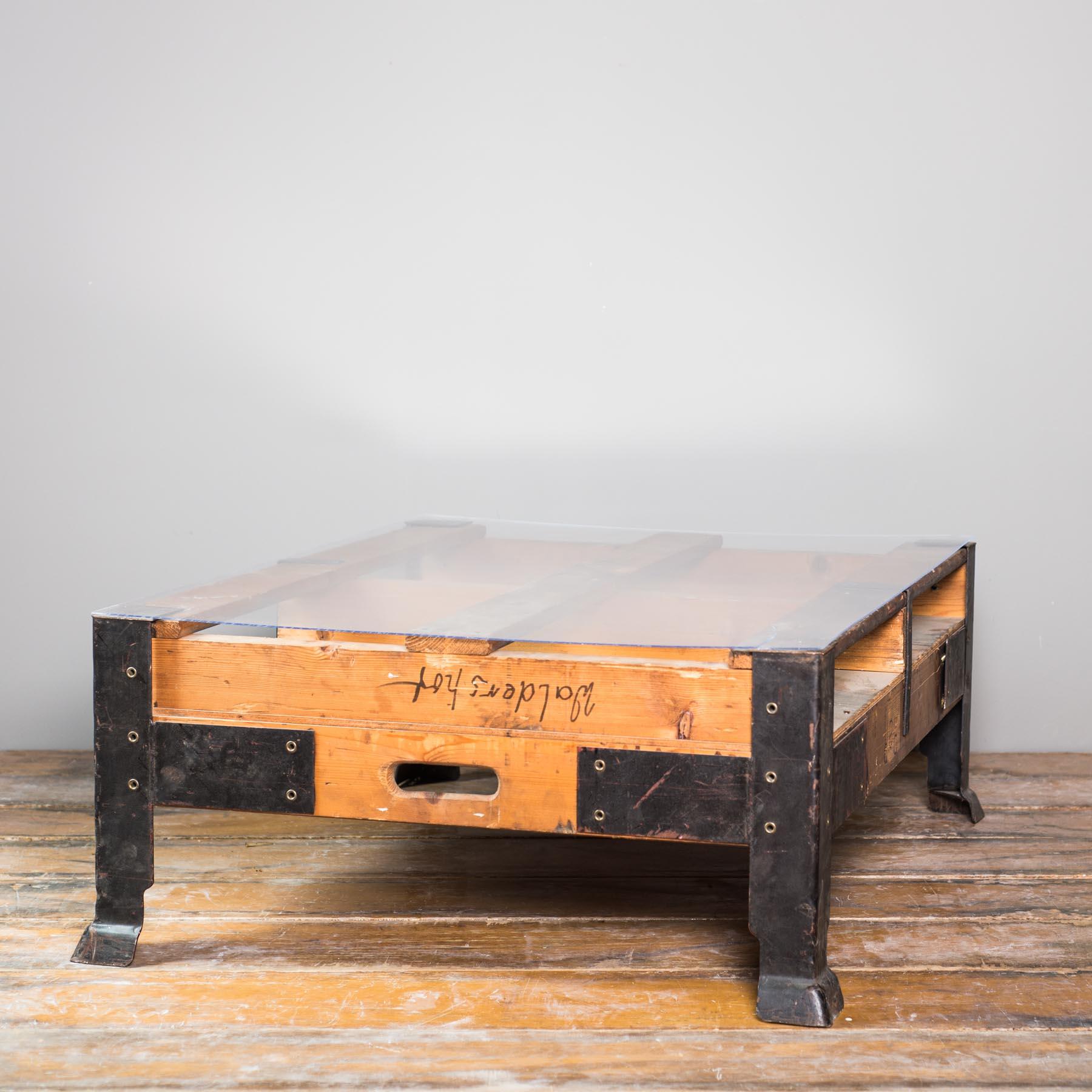 Couchtische schreibtische vintage industrietisch inkl glasplatte 106x85x40cm for Weinkisten tisch glasplatte